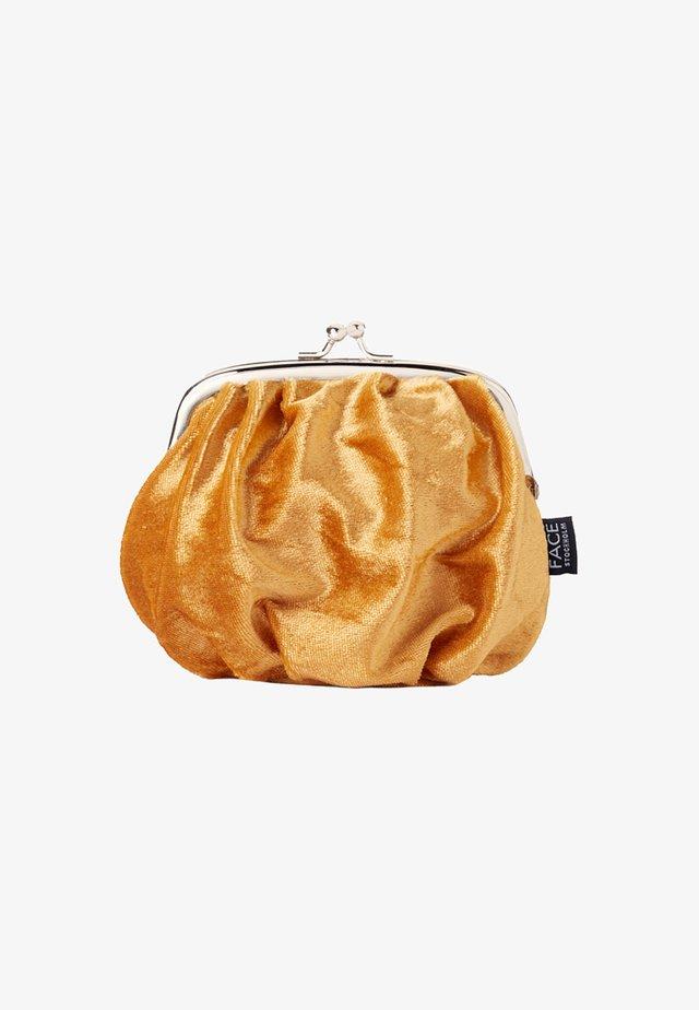VELVET BAG - Wash bag - guld