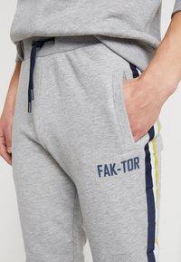 FAKTOR - AIM - Teplákové kalhoty - grey - 3