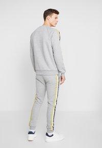 FAKTOR - AIM - Teplákové kalhoty - grey - 2
