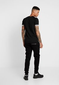FAKTOR - AMIAS  - Pantalon de survêtement - black - 2