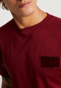 FAKTOR - TYE TEE - Jednoduché triko - burgundy - 4