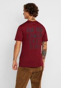 FAKTOR - TYE TEE - Jednoduché triko - burgundy - 2
