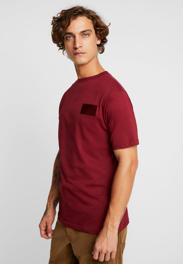 TYE TEE - Basic T-shirt - burgundy