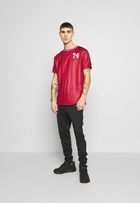 FAKTOR - ACRAB TEE - T-shirt imprimé - red - 1