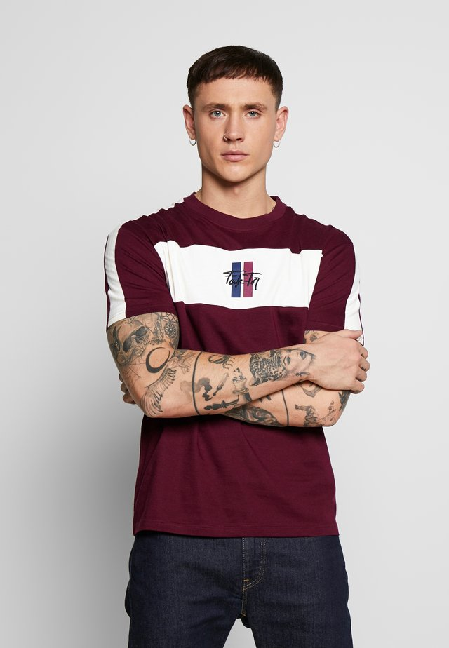 SUMMIT TEE - T-shirt med print - burgundy