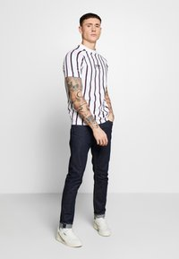 FAKTOR - KOWL TEE - T-Shirt print - white - 1