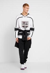 Fanatics - LOS ANGELES KINGS FANATICS BRANDED AWAY BREAKAWAY - T-shirt de sport - white - 1