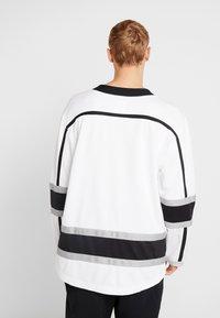 Fanatics - LOS ANGELES KINGS FANATICS BRANDED AWAY BREAKAWAY - T-shirt de sport - white - 2