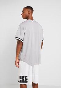 Fanatics - CHICAGO SOX MAJESTIC REPLICA COOL BASE ROAD - T-shirt imprimé - silver - 2