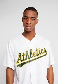 Fanatics - MLB OAKLAND ATHLETICS MAJESTIC COOL BASE HOME JERSEY - T-shirt imprimé - white - 4