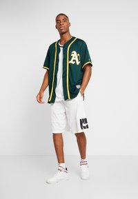 Fanatics - OAKLAND ATHLETICS MAJESTIC REPLICA COOL BASE ALTERNATE - T-shirt z nadrukiem - green - 1