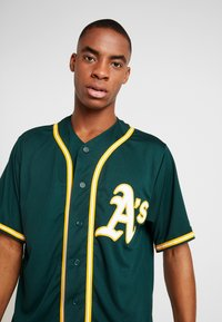 Fanatics - OAKLAND ATHLETICS MAJESTIC REPLICA COOL BASE ALTERNATE - T-shirt z nadrukiem - green - 3