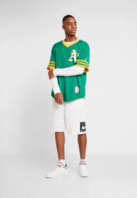 Fanatics - MLB OAKLAND ATHLETICS MAJESTIC COOPERSTOWN COOL BASE ME - Klubbkläder - green - 1