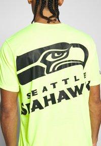 Fanatics - NFL SEATTLE SEAHAWKS SHORT SLEEVE - Club wear - neon yellow - 4