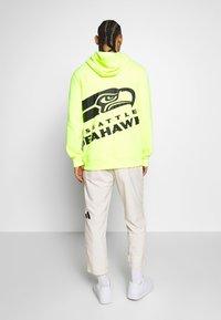 Fanatics - NFL SEATTLE SEAHAWKS OH HOODIE - Club wear - neon yellow - 2