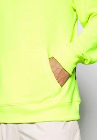 Fanatics - NFL SEATTLE SEAHAWKS OH HOODIE - Club wear - neon yellow - 4