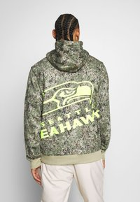 Fanatics - NFL SEATTLE SEAHAWKS OH HOODIE - Article de supporter - multi coloured/brown - 2