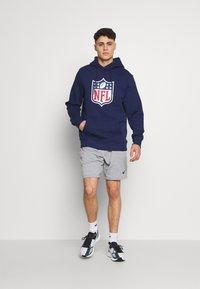 Fanatics - NFL ICONIC PRIMARY COLOUR LOGO GRAPHIC HOODIE - Hoodie - navy - 1