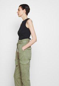 Frame Denim - SAFARI WIDE LEG TROUSER - Trousers - waod - 3