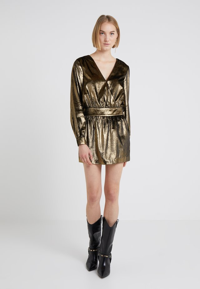 METALLIC DRESS - Sukienka koktajlowa - gold