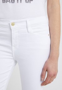 Frame Denim - LE COLOR CROP  - Jeans Skinny Fit - blanc - 4