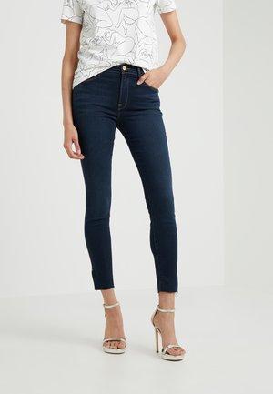 RAW EDGE SLIT RIVET - Jeans Skinny Fit - fonda