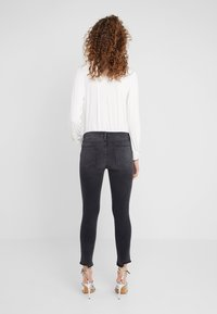 Frame Denim - DE JEANNE CROP RELEASED CUT HEM - Jeans Skinny Fit - micoy - 2