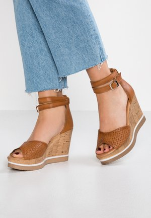 MARY - Korolliset sandaalit - nairobi/treccia