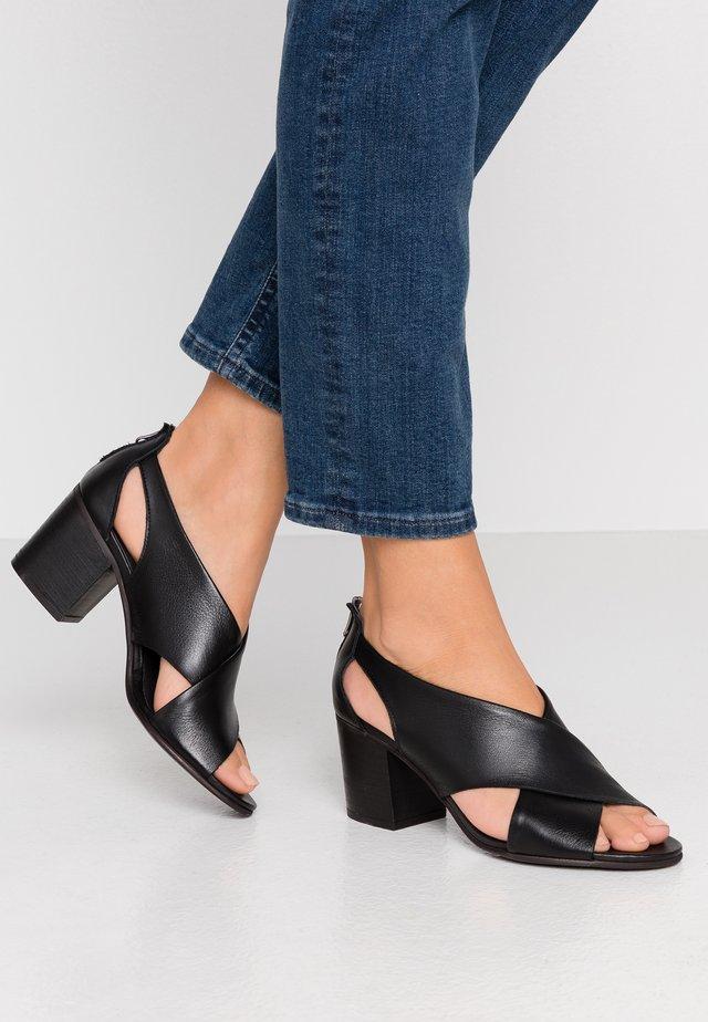 ARLENE - Sandaalit nilkkaremmillä - light black