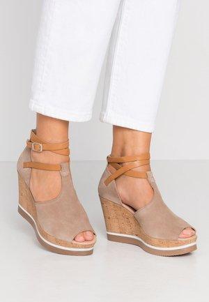 MARY - Sandály na vysokém podpatku - taupe