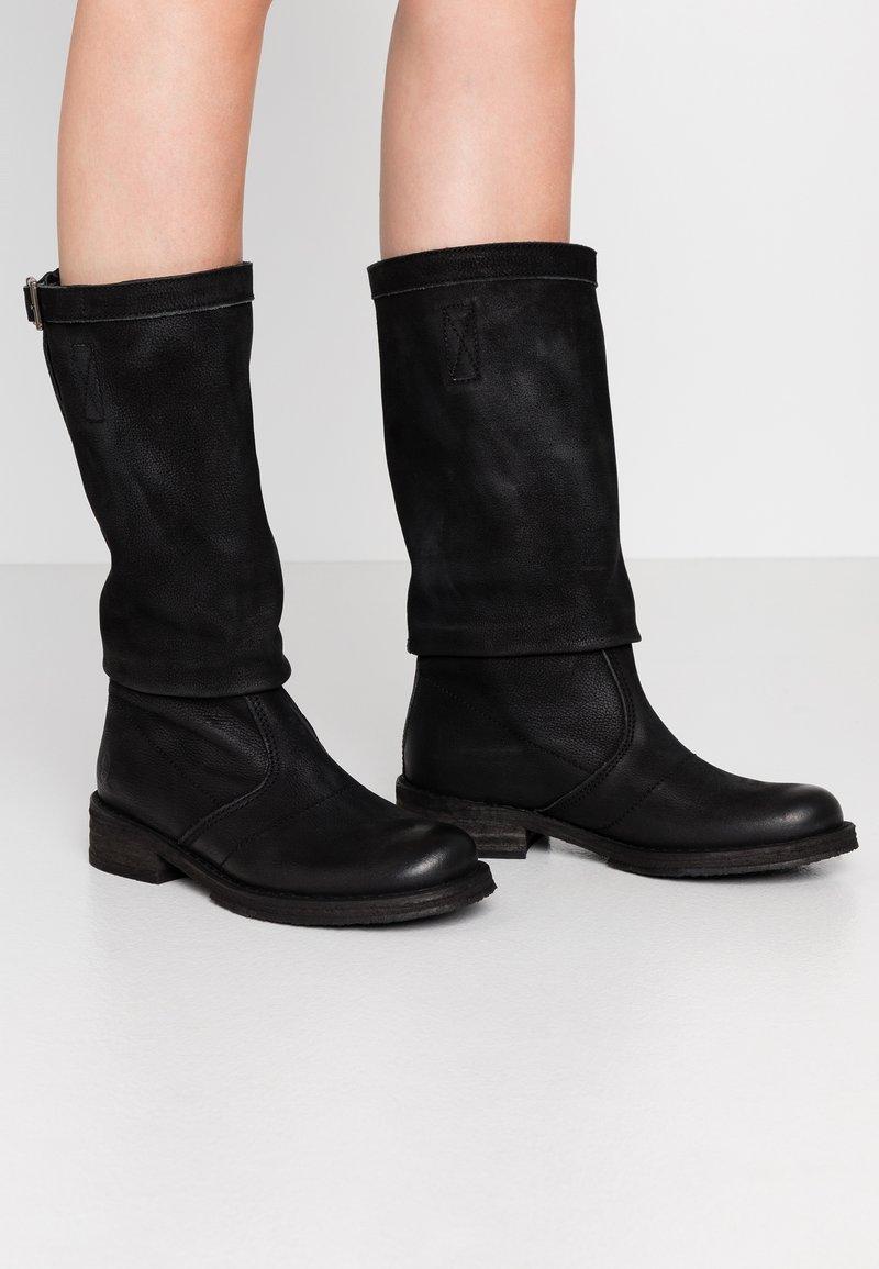 Felmini - COOPER - Kovbojské/motorkářské boty - morat black