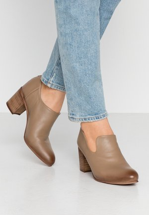 MATILDE - Ankelboots - taupe