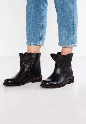 GREDO - Støvletter - vintage black