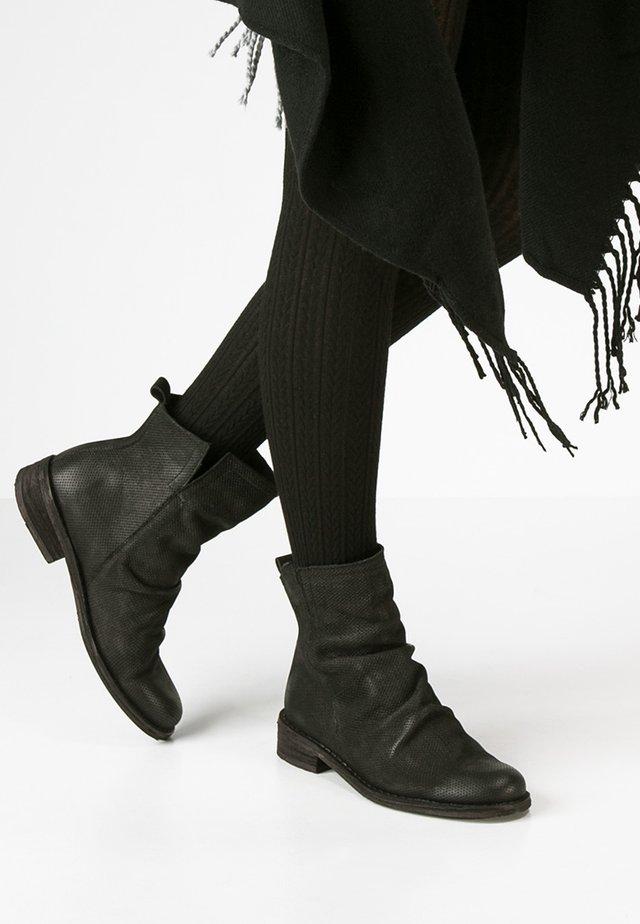 GREDO - Korte laarzen - black