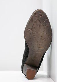 Felmini - OMEGA - Boots à talons - black - 4