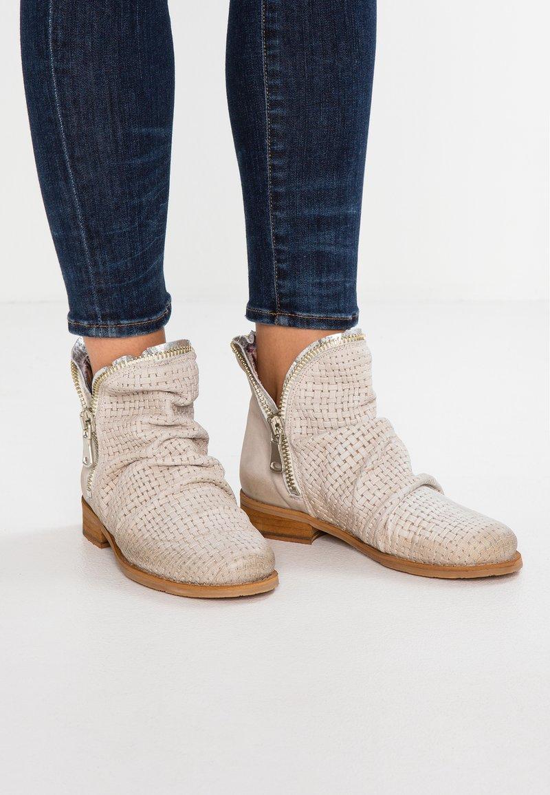 Felmini - BEJA - Classic ankle boots - pasific offwhite