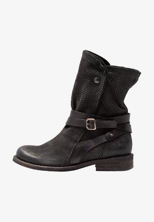 GREDO - Cowboystøvletter - pacific/black