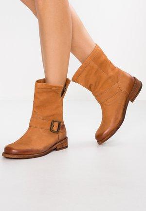 GREDO - Cowboy/biker ankle boot - pacific cuoro
