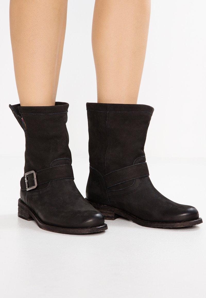 Felmini - GREDO - Cowboy/biker ankle boot - pacific black