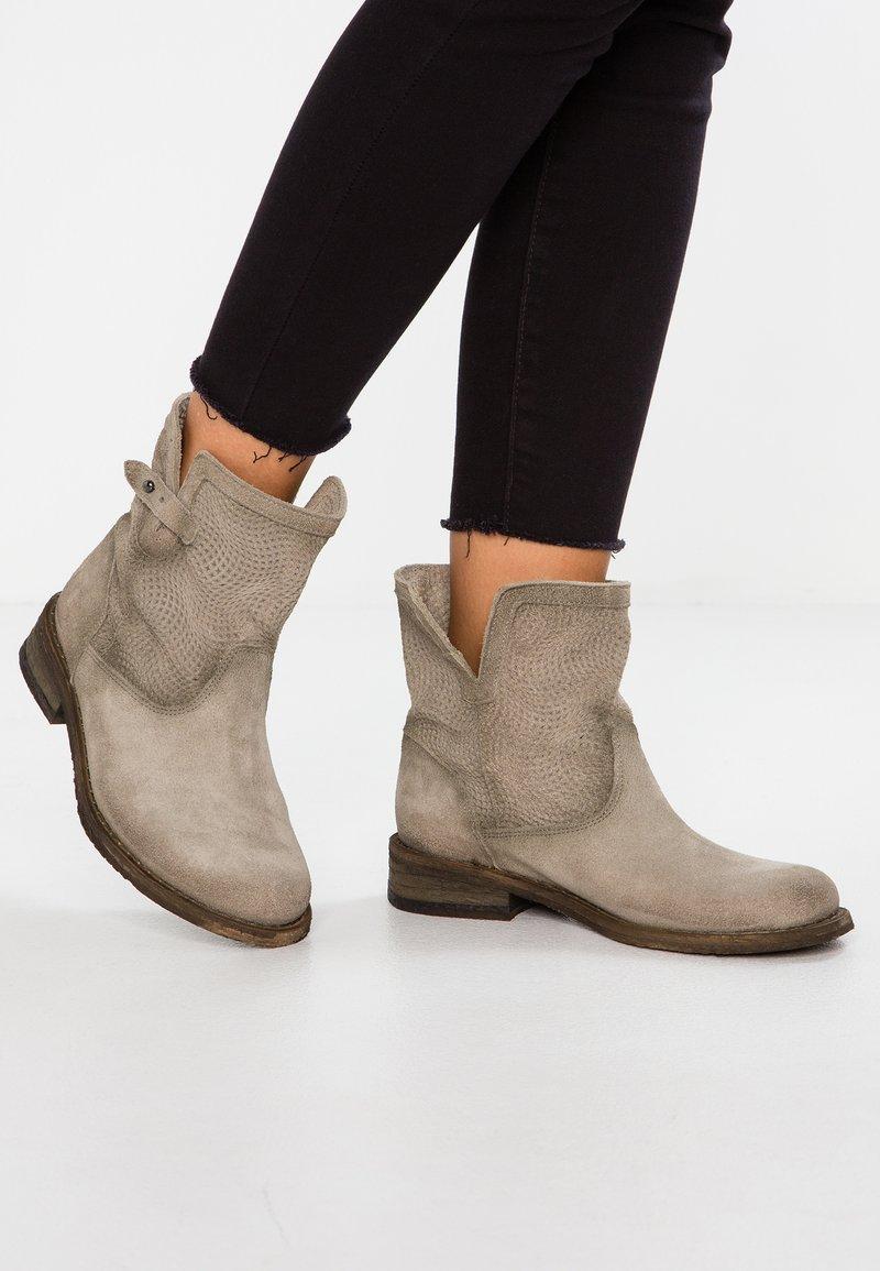 Felmini - GREDO - Stiefelette - grey
