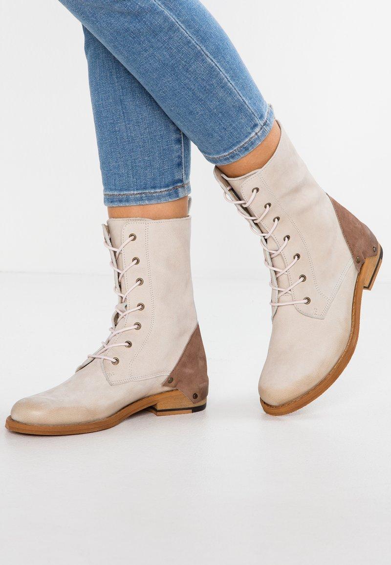 Felmini - MODIGLIANI - Lace-up ankle boots - offwhite/ash