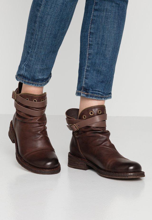 COOPER - Kovbojské/motorkářské boty - uraco/chocolate