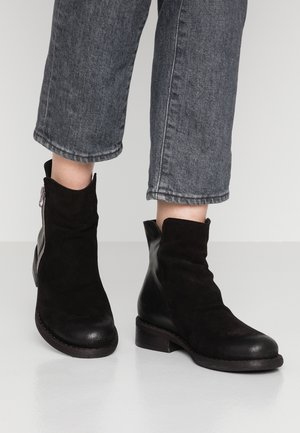 VITORIA - Bottines - black