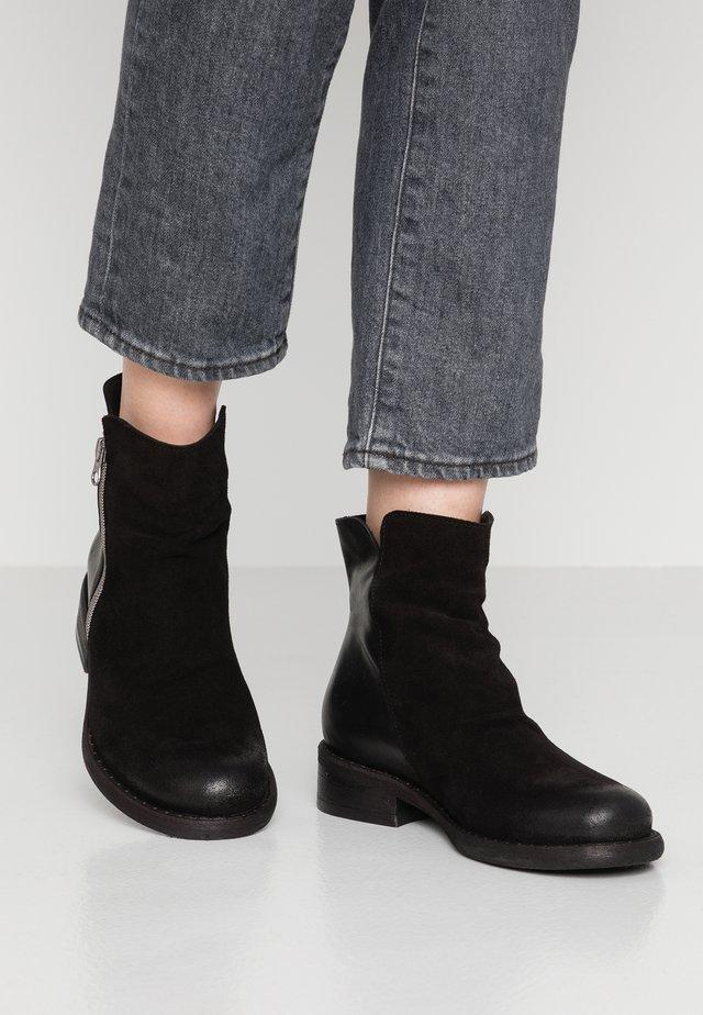 VITORIA - Kotníkové boty - black