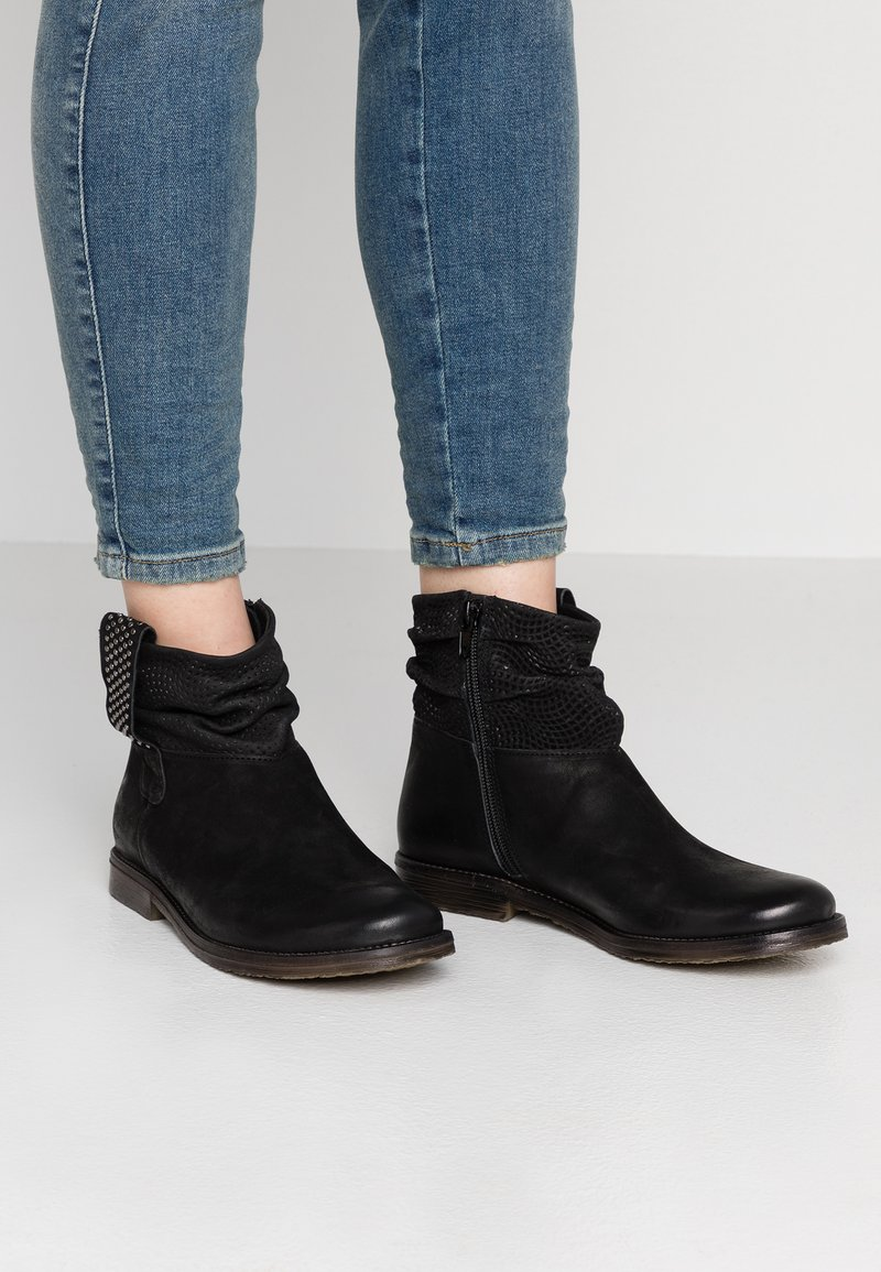 Felmini - CLASH - Cowboy/biker ankle boot - black