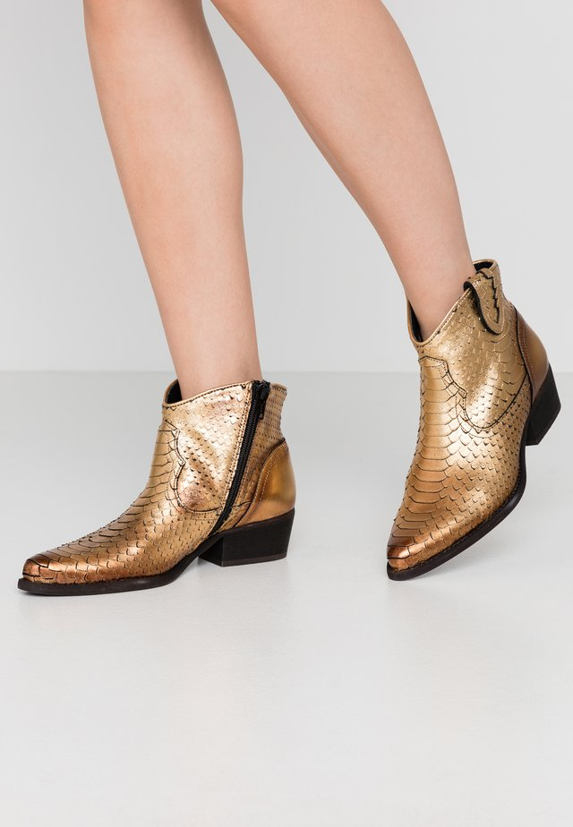 TEXANA - Ankle boot - metal gold