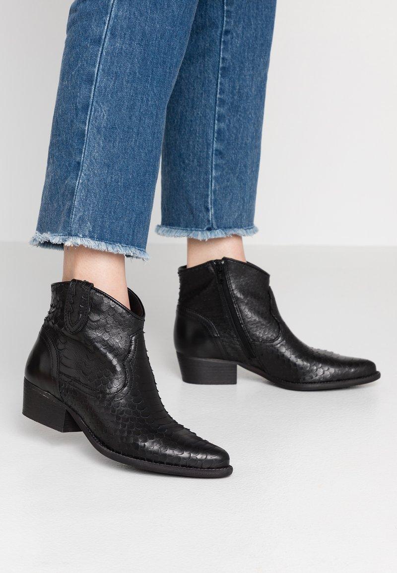 Felmini - TEXANA - Ankle boots - naja black