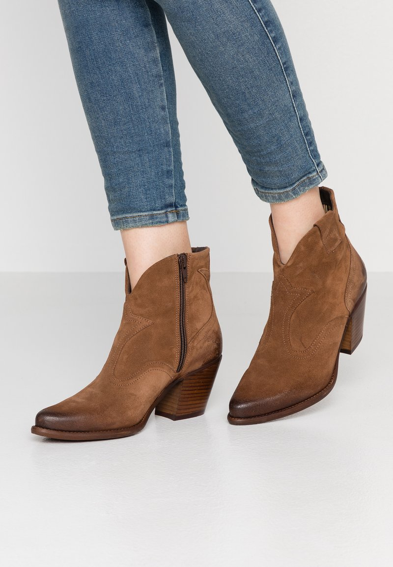 Felmini - LAREDO - Cowboy/biker ankle boot - tan