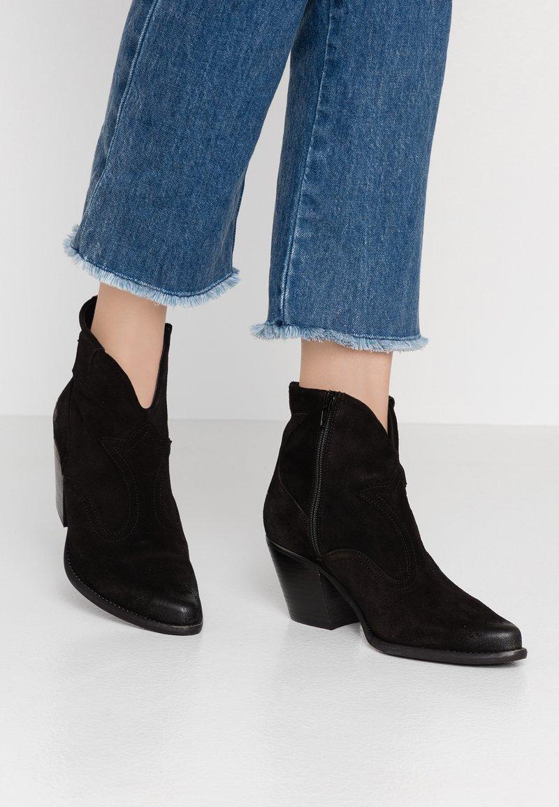Felmini - LAREDO - Kovbojské/motorkářské boty - black