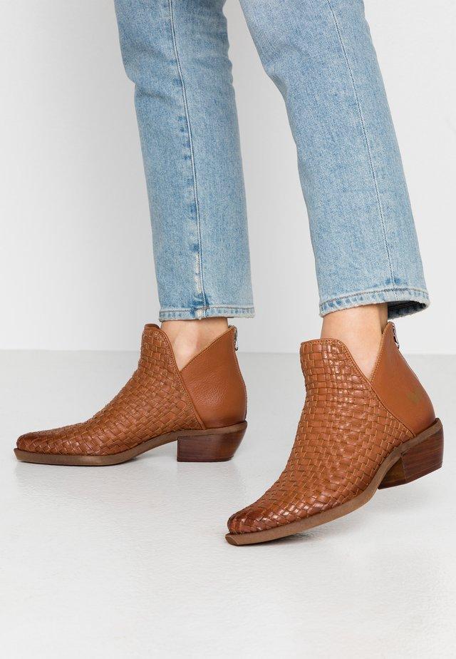 EL PASO - Ankle boots - cognac